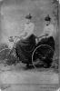 Due ragazze in triciclo, fine ottocento