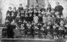Foto ricordo di una classe scuola dell'infanzia Anni Quaranta