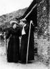 Due signore in villeggiatura montana, inizio Novecento