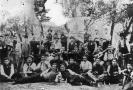 Fotografia ricordo di gruppo di un circolo ricreativo musicale