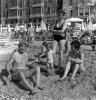 Gruppo familiare in vacanza al mare sulla spiaggia di Varazze