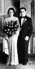 Sposi che posano in uno studio per un'immagine ricordo da conservare nel tempo. Inizi Novecento.