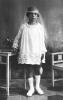 bambina in posa con abito da Prima Comunione